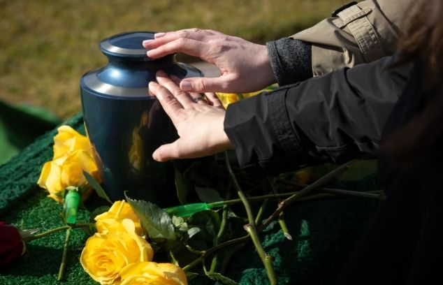 How To Plan a Memorial Service Outdoors