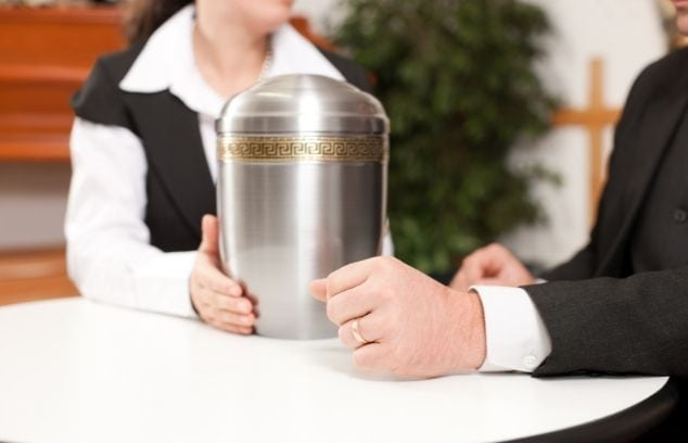Your Complete Guide To Cremation Urns and Name Plates
